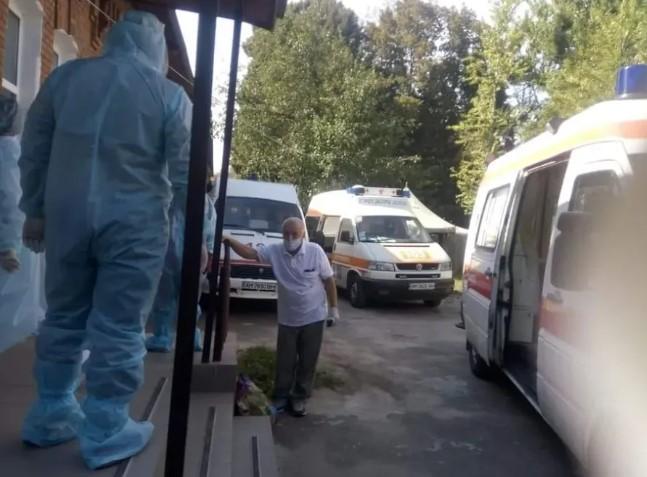 В Украине зафиксирована критическая ситуация с больными коронавирусом: фото и видео фото 2