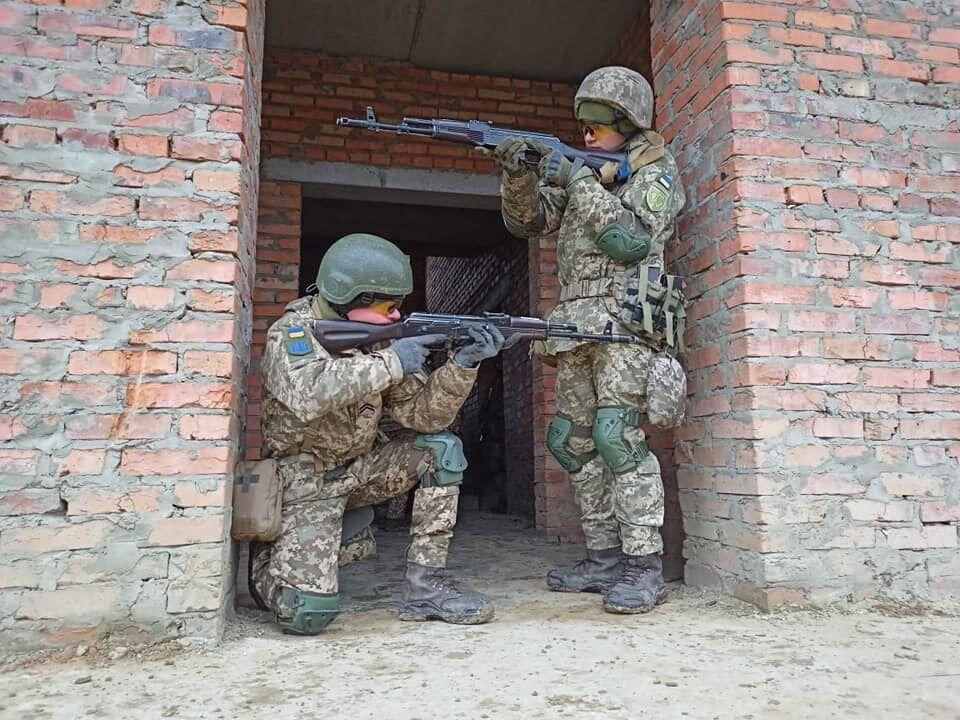 В ВСУ призовут 350 выпускников военных кафедр. Бригада Вооруженных сил начала обучения по стандартам НАТО (ФОТО) фото 3