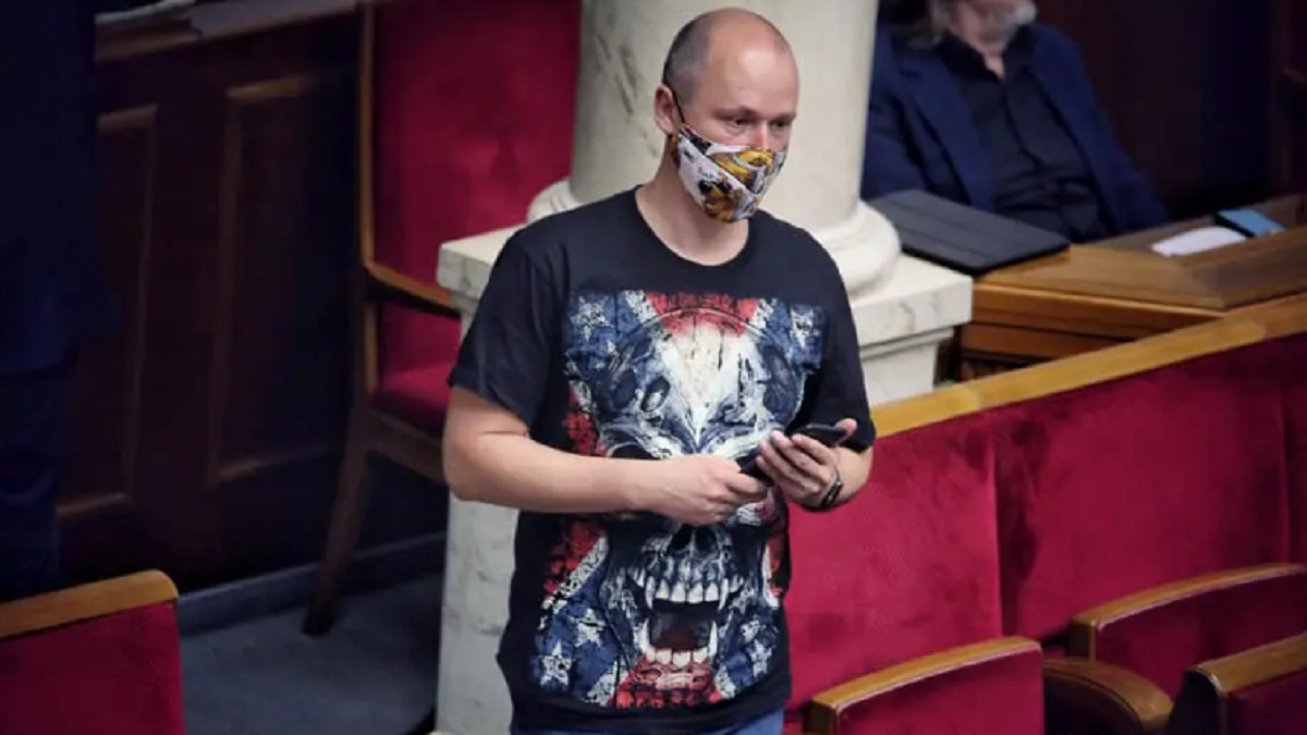Депутат в футболке в Раде