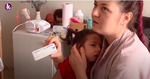 """Девочка Софийка с мамой, именем которой депутаты из """"Голоса"""" назвали законопроект о легализации каннабиса"""