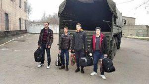 """Призыв в армию """"ДНР"""" 2021: первые юноши прибыли в учебную часть фото 1"""