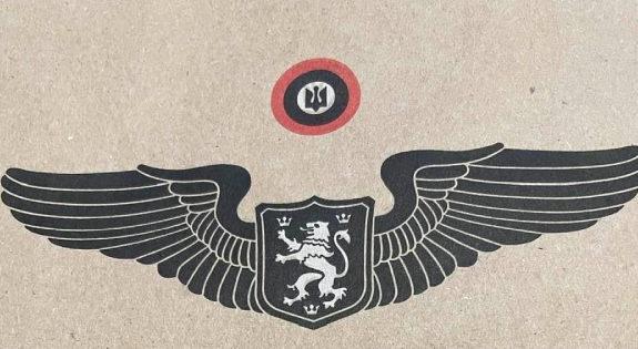 «З золотим левиком на рукаві»: львовский бренд продает одежду с нацистскими символами