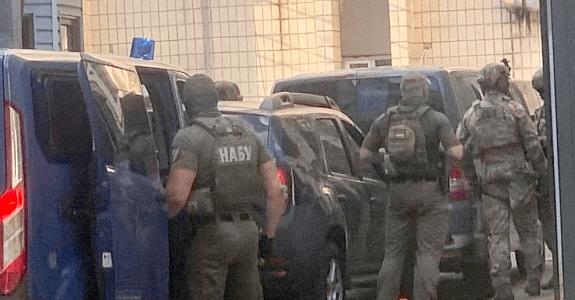 СБУ VS НАБУ: кто такой судья Чаус и почему за право его арестовать в Киеве развернулась настоящая битва спецслужб?