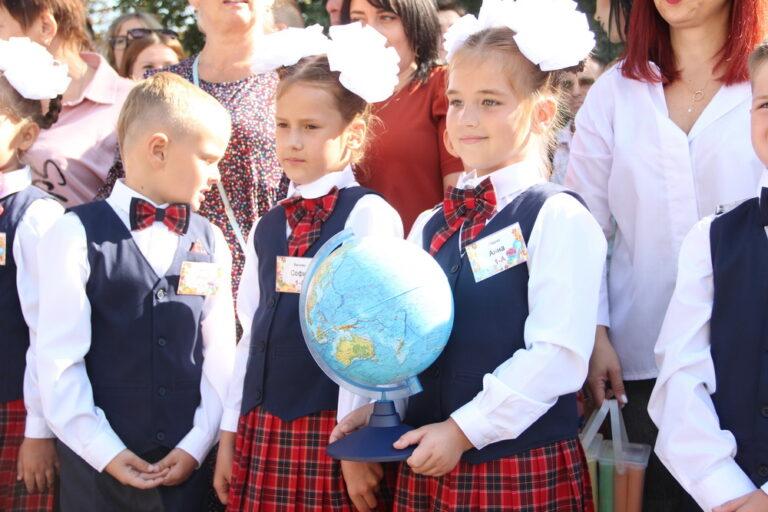 Без мирного неба: на Донбассе пошли в первый класс дети-ровесники войны фото 1