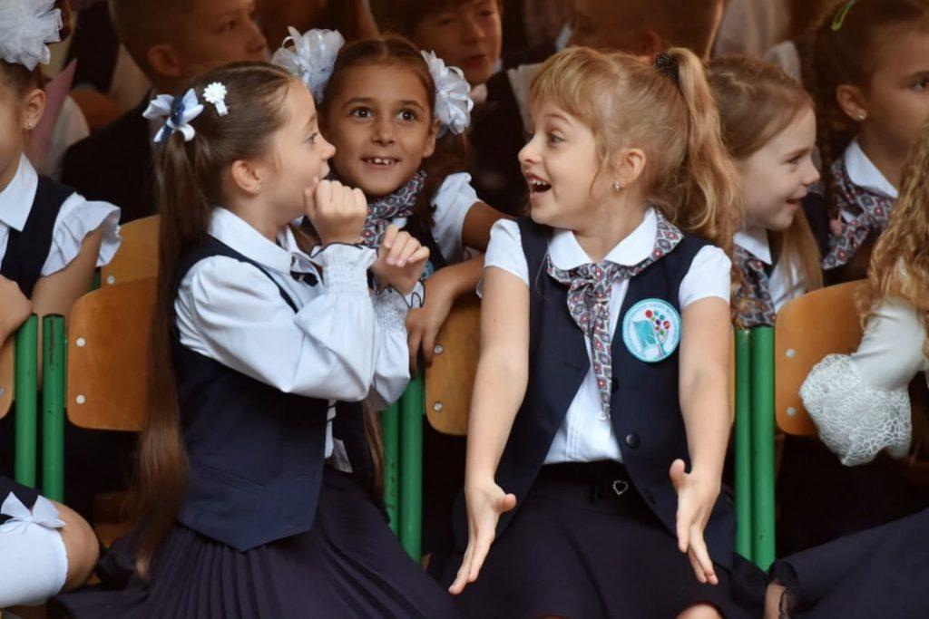 Без мирного неба: на Донбассе пошли в первый класс дети-ровесники войны фото 8