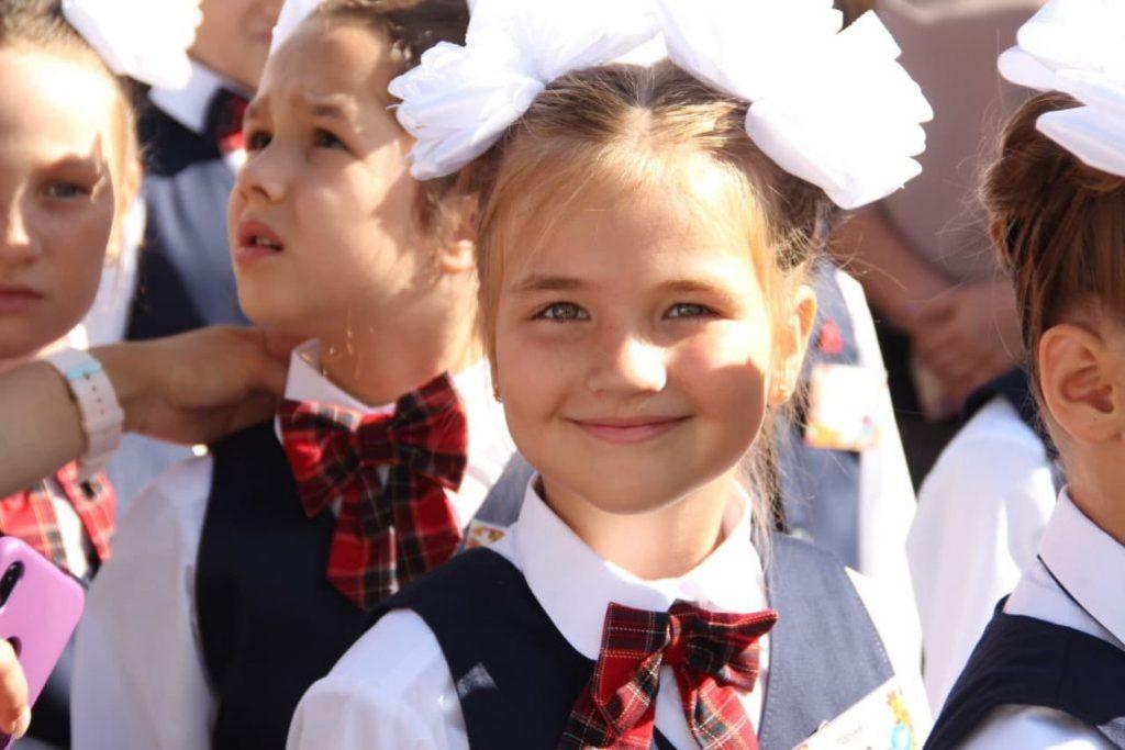 Без мирного неба: на Донбассе пошли в первый класс дети-ровесники войны фото 5