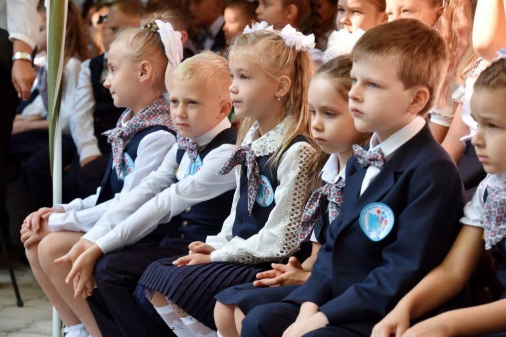 Без мирного неба: на Донбассе пошли в первый класс дети-ровесники войны фото 2