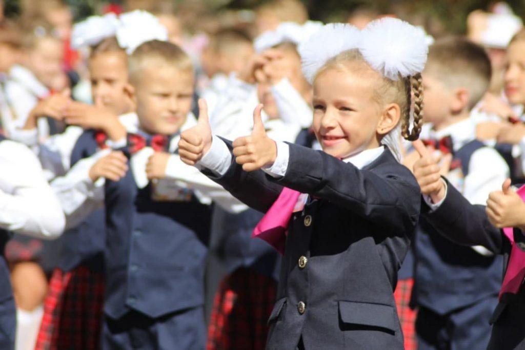 Без мирного неба: на Донбассе пошли в первый класс дети-ровесники войны фото 3