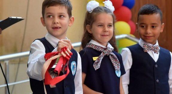 Без мирного неба: на Донбассе пошли в первый класс дети-ровесники войны